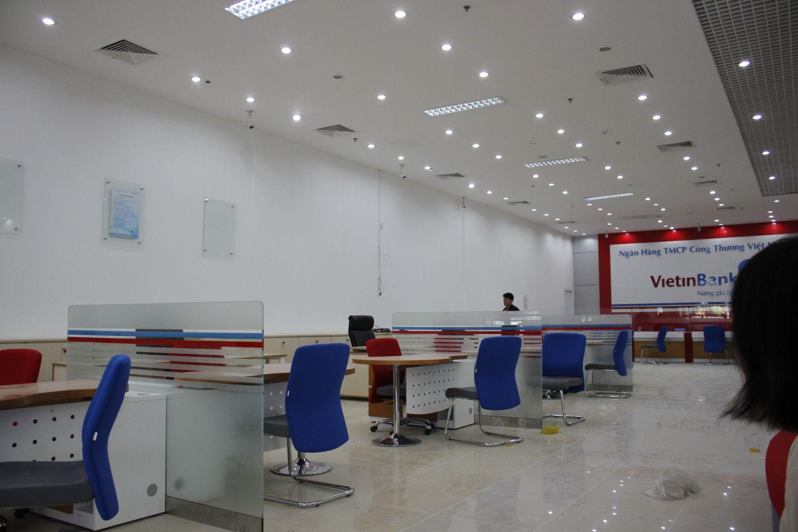 <p class='title-pro'>Vietinbank - Chi nhánh Tân Bình</p><div class='box_info_pro'><div class='title_inf_pro'><span>Chủ đầu tư</span>: Vietinbank Tân Bình</div><div class='title_inf_pro'><span>Vai trò đảm nhận</span>: Nhà thầu Cơ điện - Qua Tổng thầu Minh Giang .,JSC</div><div class='title_inf_pro'><span>Địa điểm</span>: Tây Sơn, Đống Đa, Hà Nội</div><div class='title_inf_pro'><span>Thời gian hoàn thành</span>: Tháng 1-2013</div><p class='box-work'><span>Hạng mục công việc</span>: Cung cấp và thi công lắp đặt hệ thống Điện, điện nhẹ.</p></div>