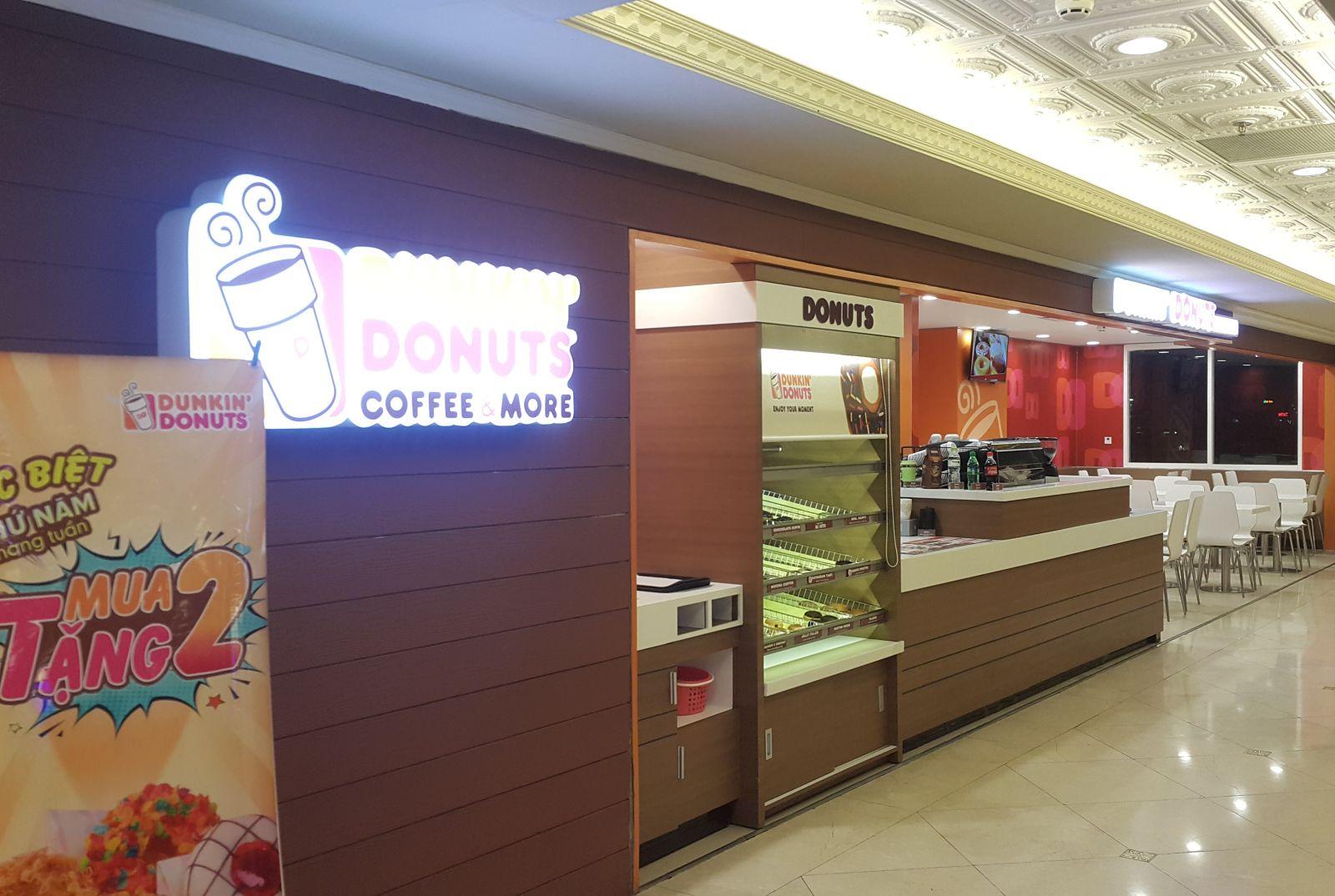 <p class='title-pro'>Dunkin Donuts - Tràng Tiền Plaza</p><div class='box_info_pro'><div class='title_inf_pro'><span>Chủ đầu tư</span>: Công ty TNHH DV thực phẩm & Giải khát Cánh Diều Xanh</div><div class='title_inf_pro'><span>Vai trò đảm nhận</span>: Nhà thầu Cơ điện</div><div class='title_inf_pro'><span>Địa điểm</span>: Tầng 5, Tràng Tiền Plaza - 24 Hai Bà Trưng, Q.Hoàn Kiếm, Hà Nội</div><div class='title_inf_pro'><span>Thời gian hoàn thành</span>: </div><p class='box-work'><span>Hạng mục công việc</span>: Cung cấp và thi công lắp đặt hệ thống Điện, điện nhẹ, cấp thoát nước & điều hòa thông gió.</p></div>